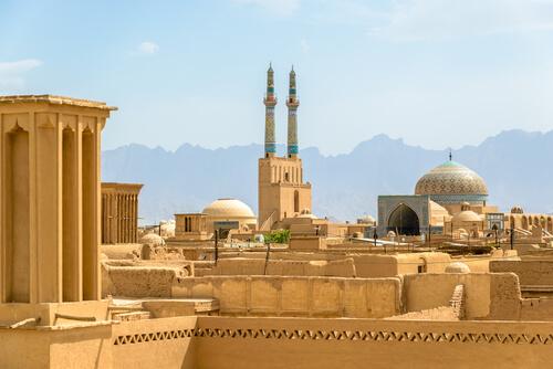 5 Best VPN For Iran (Unblock Content With Iran VPN Servers)