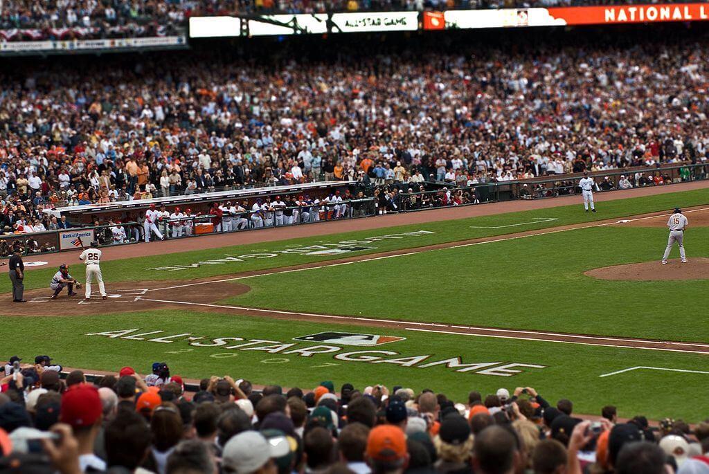 1024px-Barry_Bonds_Dan_Haren_2007_MLB_All-Star_Game